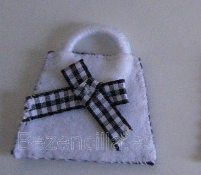 bolso blanco lazo cuadros_resize