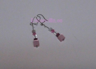 Pendientes rosas de abalorios / Pink earrings