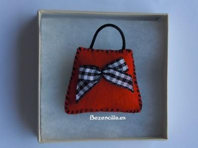 broche bolso rojo Laura