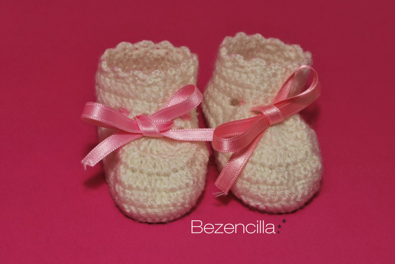 Channelle's Crochet creations: Quick & Easy Baby Slippers