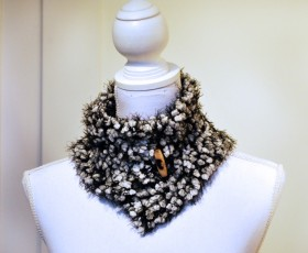 Black and white neckwarmer 